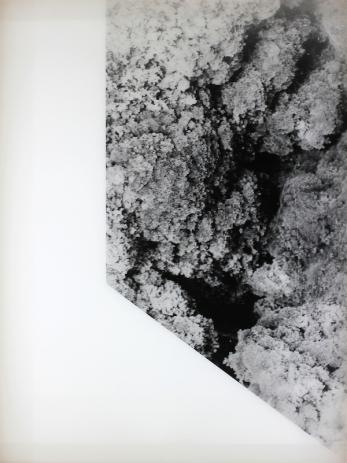 Vue de l'exposition « Pia Rondé & Fabien Saleil - La campagne est noire de soleil » Galerie Escougnou-Cetraro, Paris Pia Rondé & Fabien Saleil, Humeur vitrée, Gouffre, 2016 Tirage argentique sur verre céramique. 80 x 60 cm. Unique Courtesy des artistes et Galerie Escougnou-Cetraro