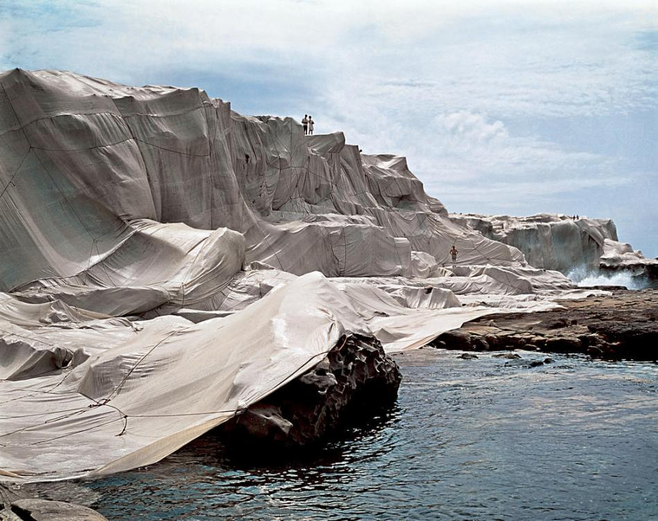 © Christo and Jeanne-Claude Wrapped Coast, One Million Square Feet, Little Bay, Sydney, Australia, 1968-69 Photo Harry Shunk ∏ 1969 Christo