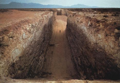 © Michael Heizer, Double negative, courtesy of the artist